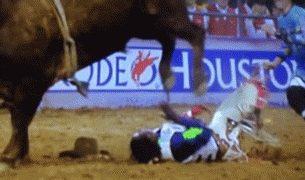 【海外の反応】猛牛に振り落とされたブルライダーが「最高に幸運だった」証拠
